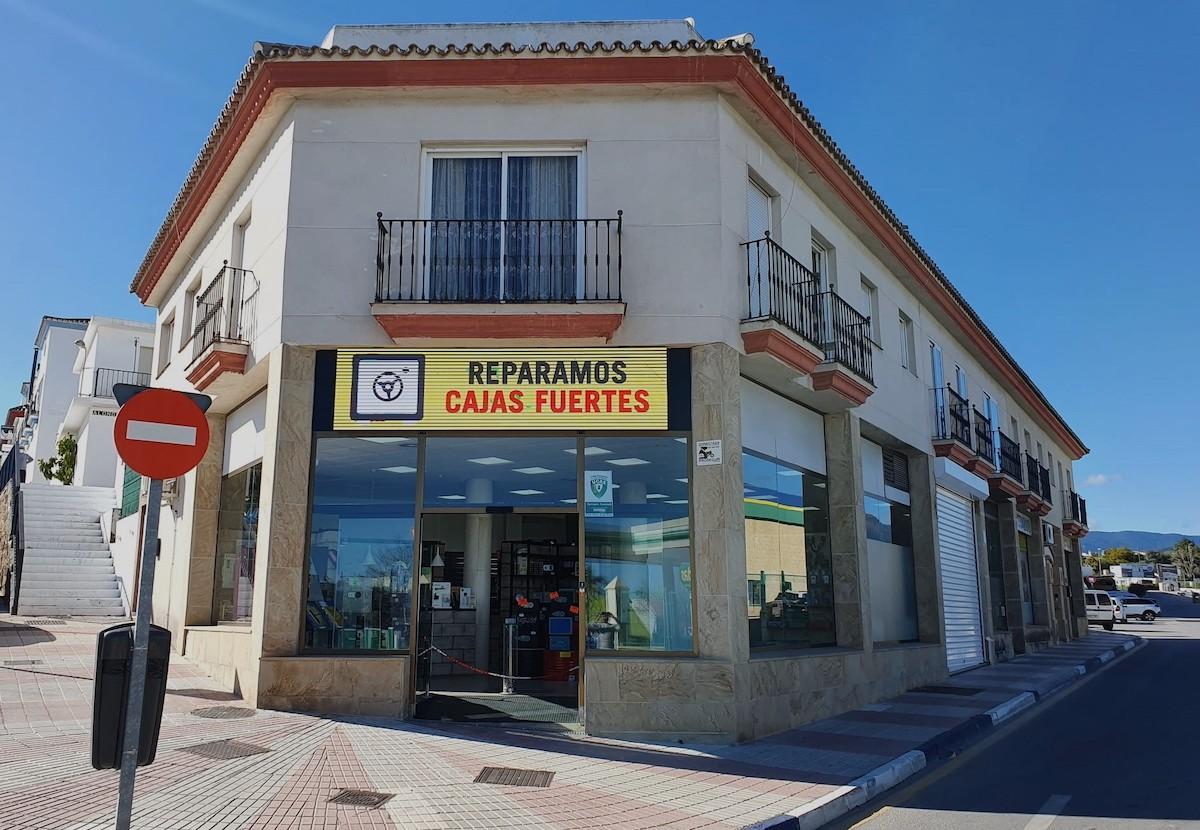 Tienda de llaves y cerrajería en San Pedro de Alcántara